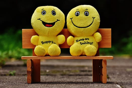 """2018 Small soft toy smiley face with slogan """"be happy"""""""